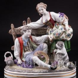 Композиция из фарфора Пасторальная пара с собачкой, Дрезден, Германия, нач. 20 в.